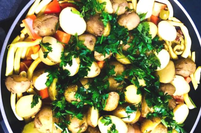 pietruszkowa-salatka-mlode-ziemniaki