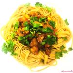 Bezmięsne spaghetti na makaronie razowym