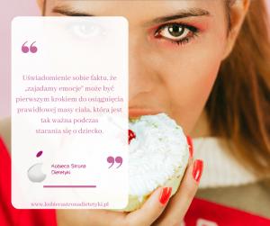 kobieta jedząca ciastko